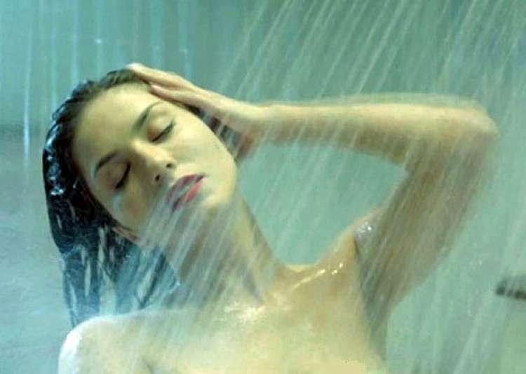sunny leone s nude shot in ragini mms 2 decoded see pics