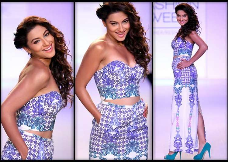 lakme fashion week 2014 gauhar khan turns mischievous on ramp for kenferns see pics- India Tv