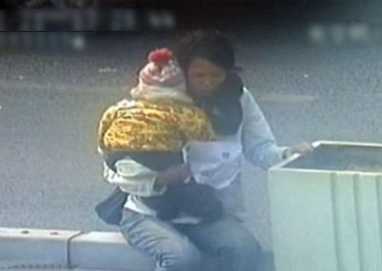 cctv footage of chinese cop saving woman kid trying to jump off bridge
