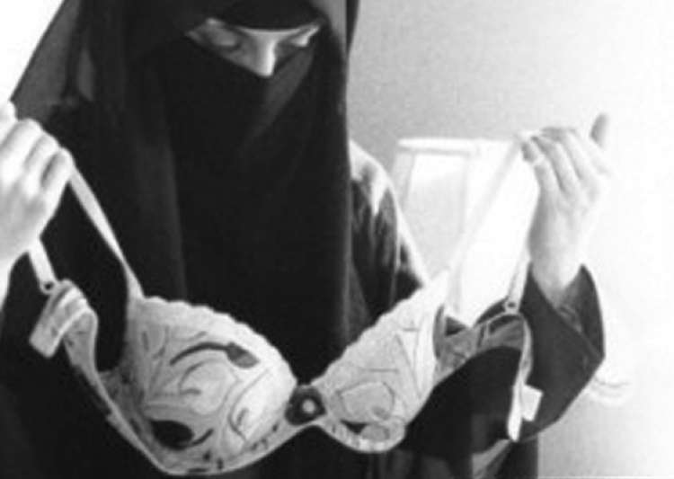 furore in canada over art pic of veiled muslim girl holding- India Tv
