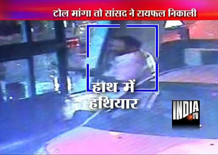 for rs 50 toll congress mp radadiya brandishes rifle at toll staff in gujarat for asking i card- India Tv