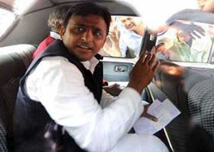 following aap footsteps up cm akhilesh reduces cars in his- India Tv