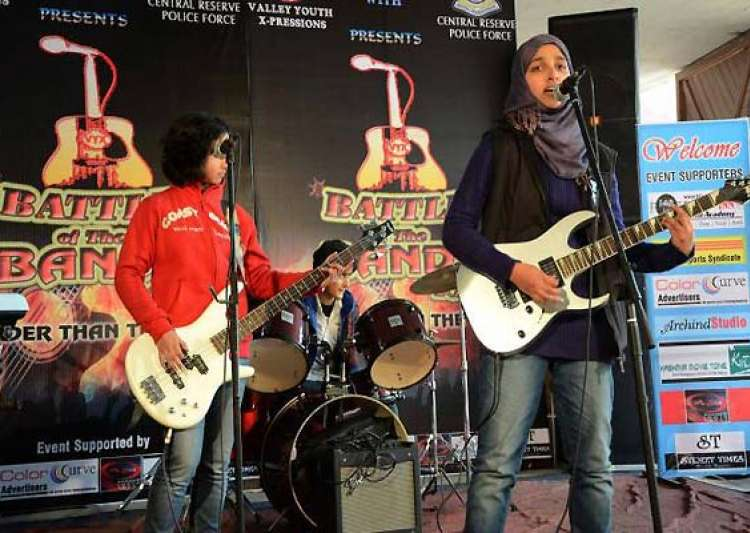 kashmir police tightens noose around facebook online abusers of all girls rock band- India Tv