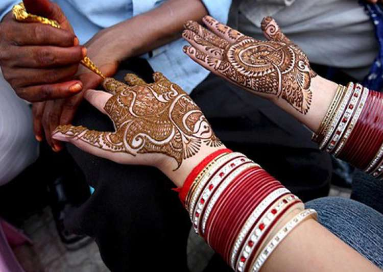 Mehndi For Doctors : Mehndi containing chemicals can cause serious skin