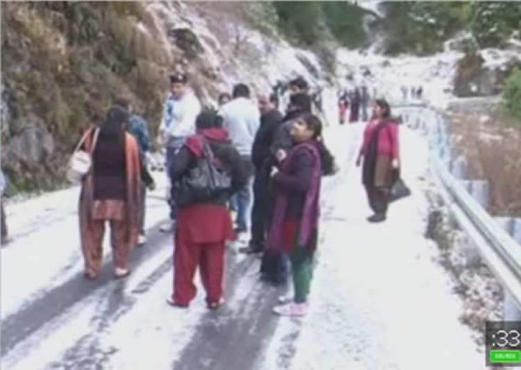 season s first snowfall in nainital- India Tv