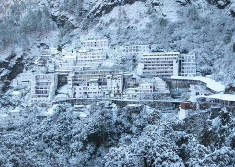 snowfall at mata vaishno devi shrine- India Tv