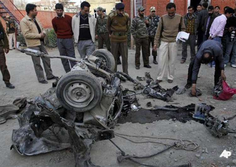suspected militant killed 20 people injured in j k car blast- India Tv