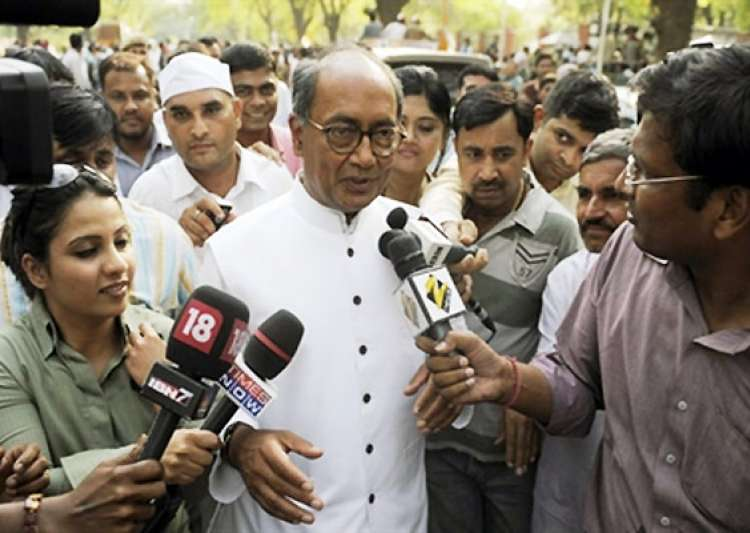 team anna members trying to become power brokers says digvijay singh- India Tv