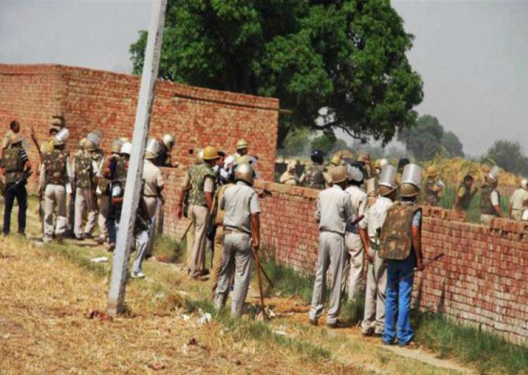 violence in uttar pradesh s deoband policemen attacked- India Tv