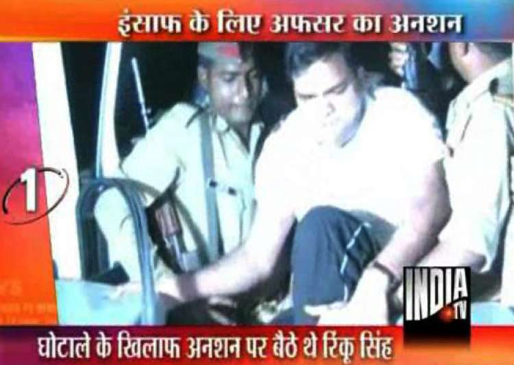 whistleblower pcs officer sits on fast in lucknow police takes him to trauma centre- India Tv