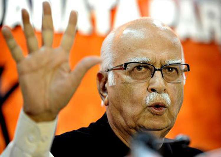 advani hits back at omar over article 370- India Tv