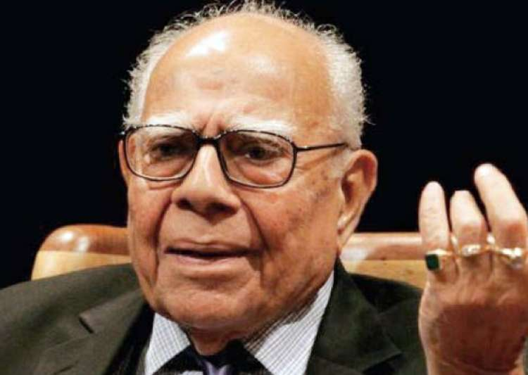 hindu saint offers to give rs 5 lakh to anyone who spits on jethmalani s face- India Tv