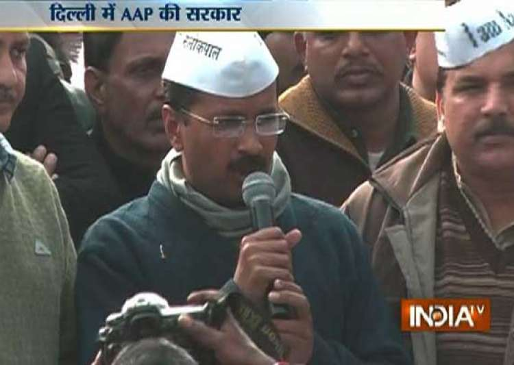 live reporting kejriwal stakes claim to form govt swearing- India Tv