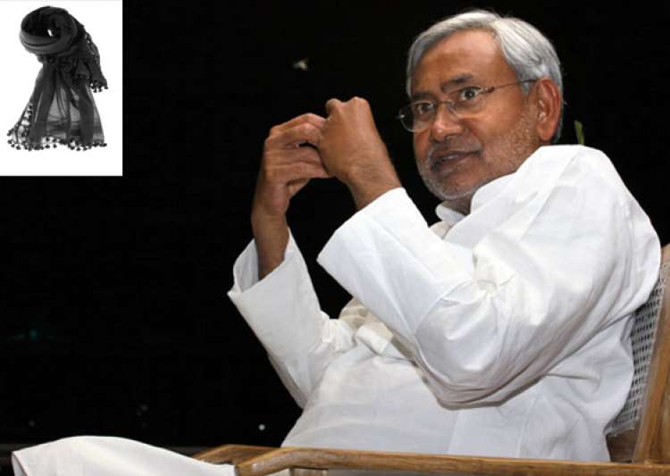 why is nitish kumar afraid of black dupatta- India Tv