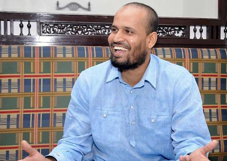 yusuf pathan exchanges engagement rings with afreen- India Tv
