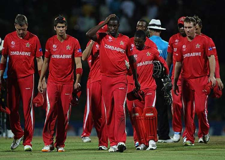 zimbabwe bowls in 1st odi against south africa