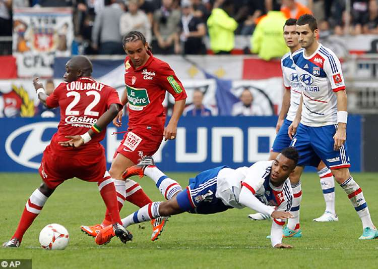 gomis scores as 3rd place lyon beats brest 1 0- India Tv
