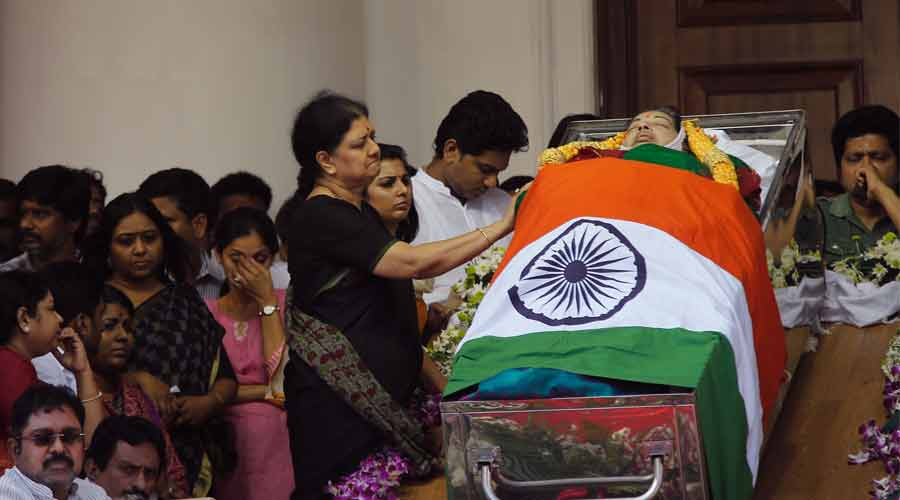Relatives of Tamil Nadu former Chief Minister Jayalalithaa grieve next to her bo