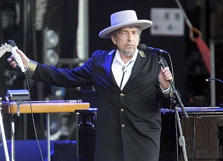 Bob Dylan has responded to the calls of Nobel panel
