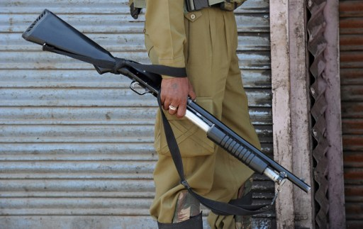 Militants snatch rifles from TV tower guards in Kashmir's