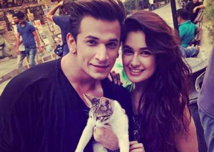 Bigg Boss contestant Prince Narula goes down on his knees