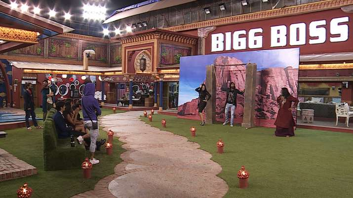 India Tv - Sunny Leone enacting Sholay in Bigg Boss house