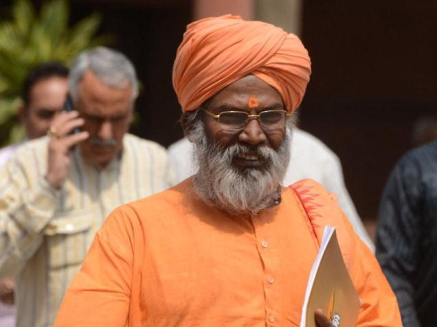 EC issues show cause notice to Sakshi Maharaj for his