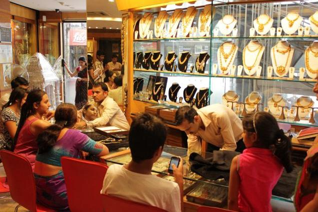 Buying jewellery over Rs 2 lakh cash to attract 1 per cent