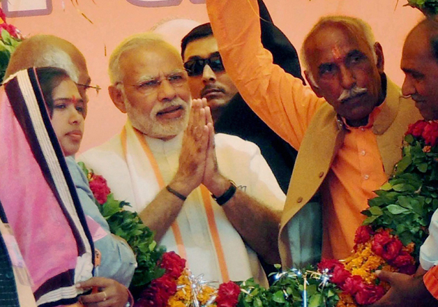 PM Modi being garlanded at an election campaign rally at