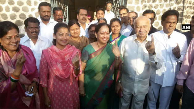 India Tv - Sushilkumar Shinde casted his vote for civic body polls in Solapur