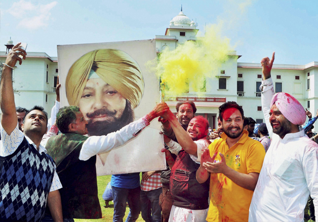 Congress workers celebrate party's thumping victory in