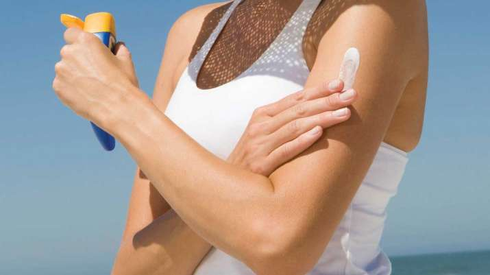 India Tv - 10 things to keep in mind before buying a sunscreen