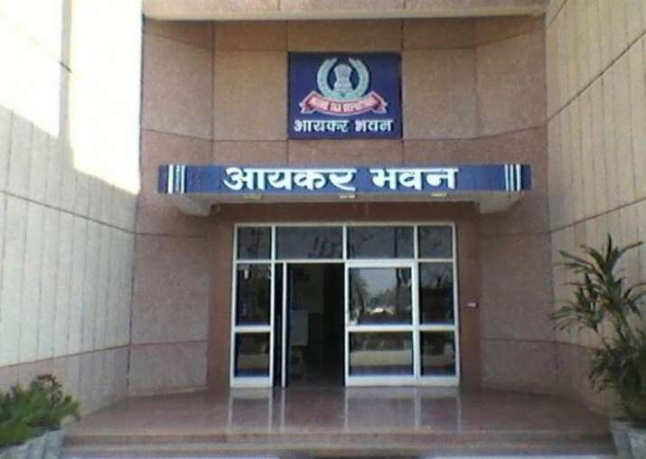 I-T department cracks down against tax evasion of Rs 100 cr