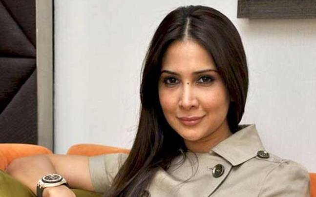 Kim Sharma reacts to her divorce rumours, says 'It's all