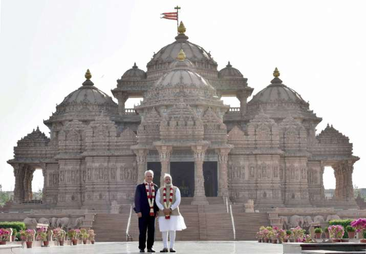 India Tv - Modi and Turnbull posing for pics during their visit to Akshardham Temple