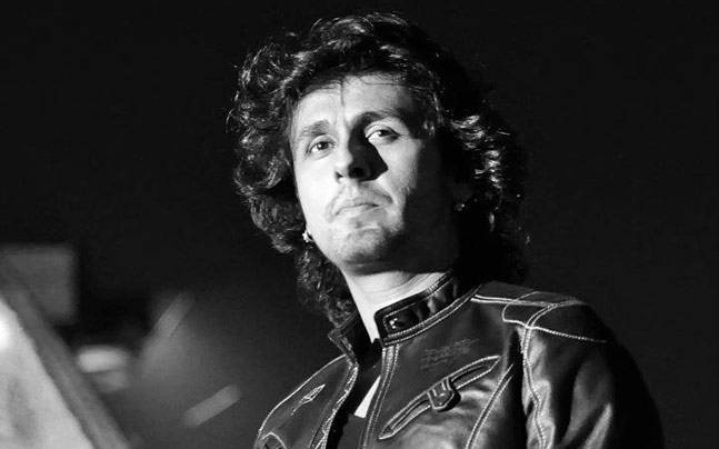 India Tv - Sonu Nigam woken up by Azaan, complains about 'forced religiousness' on Twitter