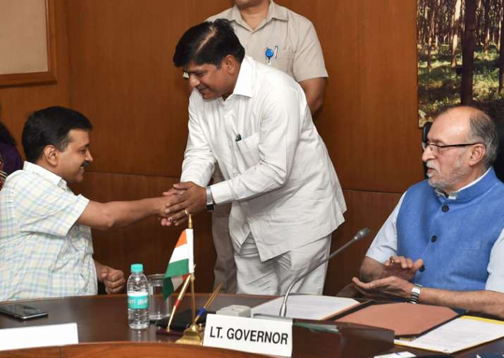 LG Baijal looks on as Kejriwal greets newly sworn-in