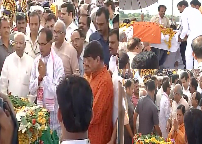 Union minister Anil Dave cremated
