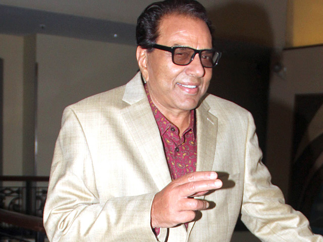 I want him to fly with his confidence: Dharmendra on