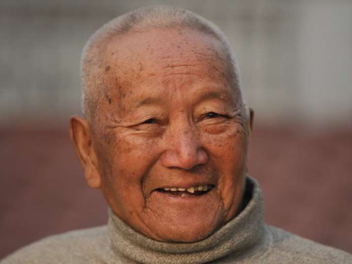85-yr-old Nepal man dies trying to become oldest Everest