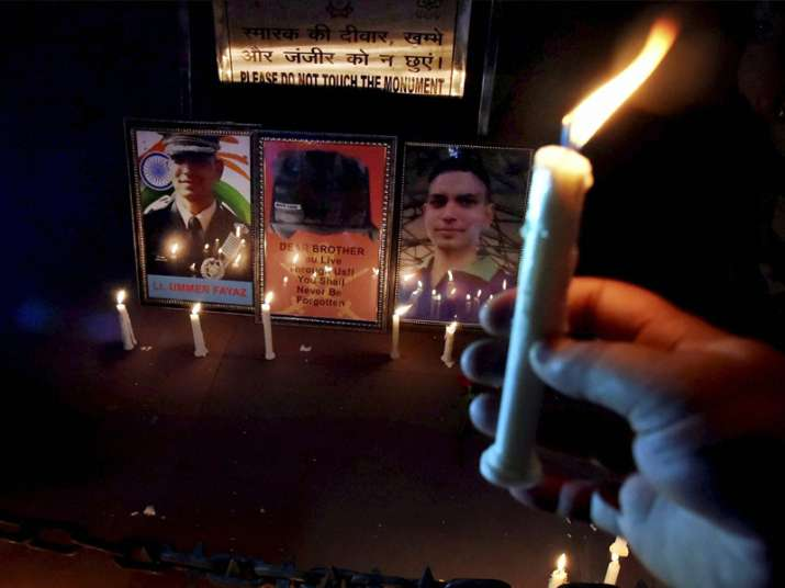 People lit up candle to pay tribute to Lt Ummer Fayaz
