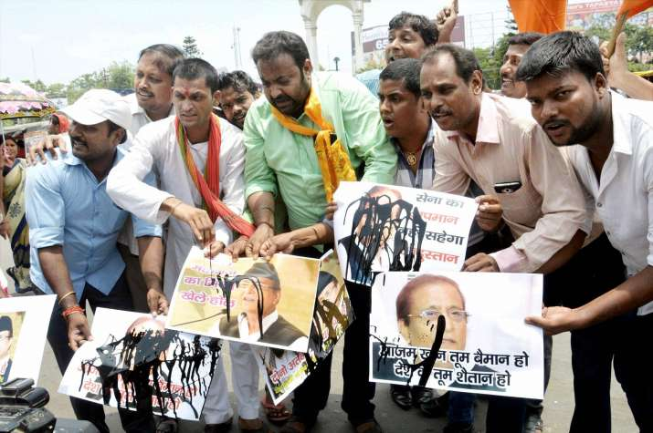 Protest against Azam Khan for remarks against Indian Army