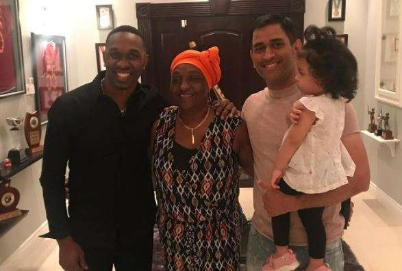 Dwayne Bravo with former Indian skipper MS Dhoni