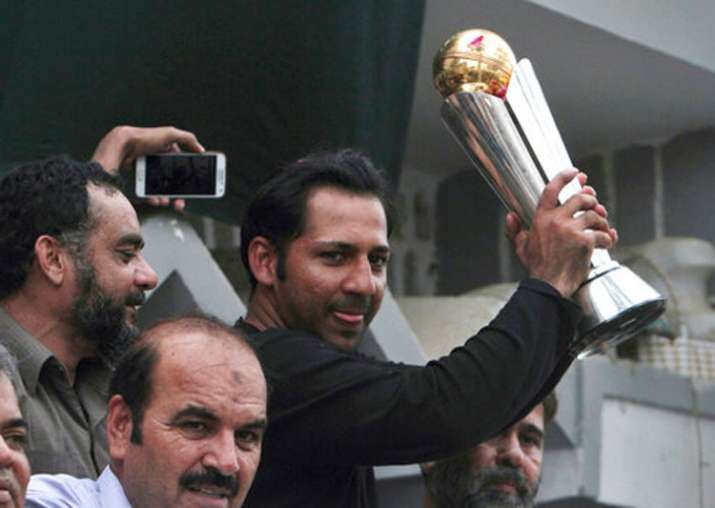 Sarfraz Ahmed shows the ICC Champions Trophy 2017 in