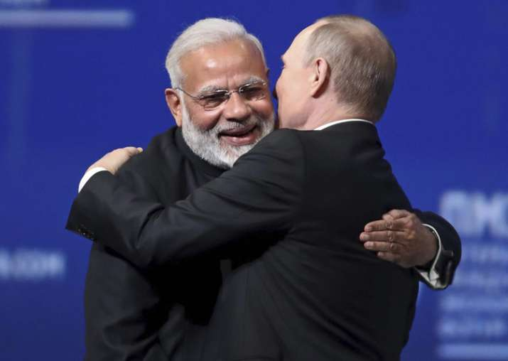 Putin and Modi give each other a hug at SPIEF
