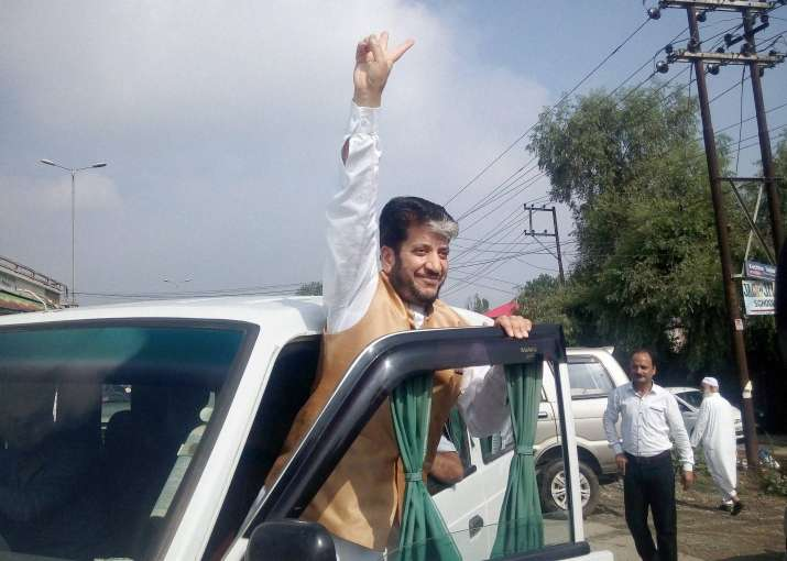 NBW against Kashmiri separatist leader Shabir Shah in money
