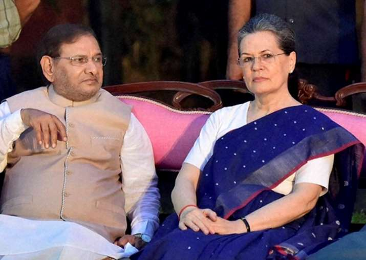 Sharad Yadav meets Sonia amid strain in alliance in Bihar