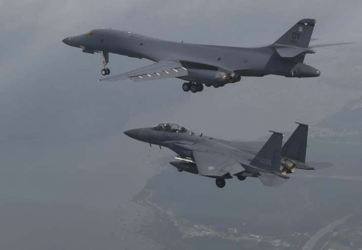 A US Air Force B-1B bomber flies with South Korean fighter