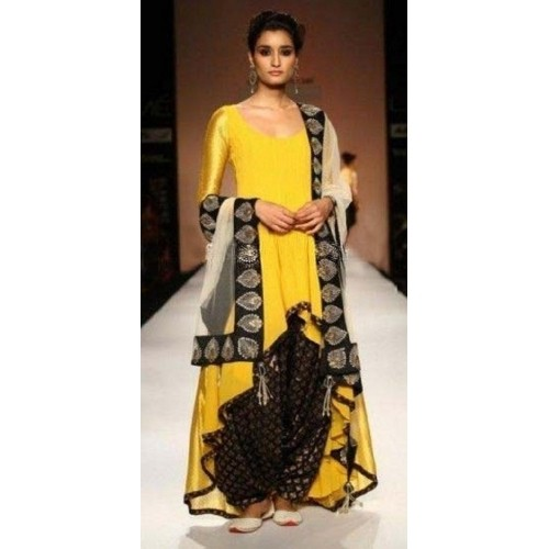 India Tv - Tail-cut kurta just go with anything, leggings, dhoti or skirt.