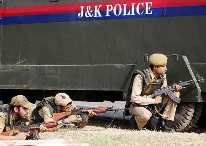 Policeman martyred, two injured in Kashmir attack